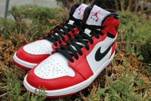 "Air Jordan 1 High Retro ""Chicago"""
