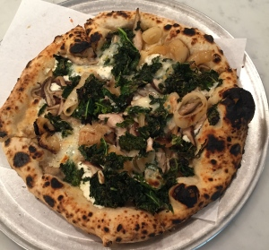 Funghi e Cipolla (Shitake mushrooms, caramelized onions, thyme, goat cheese), kale and taleggio added – Pizzetteria Brunetti
